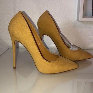 Shoes - Brand new yellow pump heels